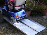 Prenosná skladacia rampa pre invalidné vozíky